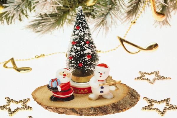 El muñeco de nieve y Santa Claus en Navidad
