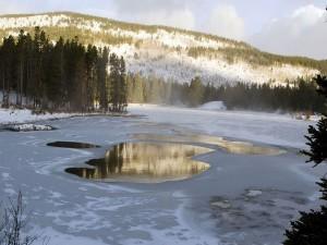El hielo y la nieve derritiéndose