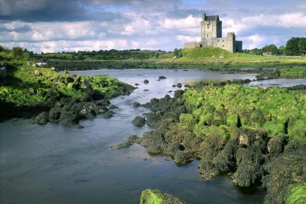 Castillo cerca del río