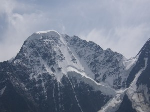 Nieve en la cima de la montaña
