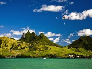 Postal: Paracaidista en un bello lugar
