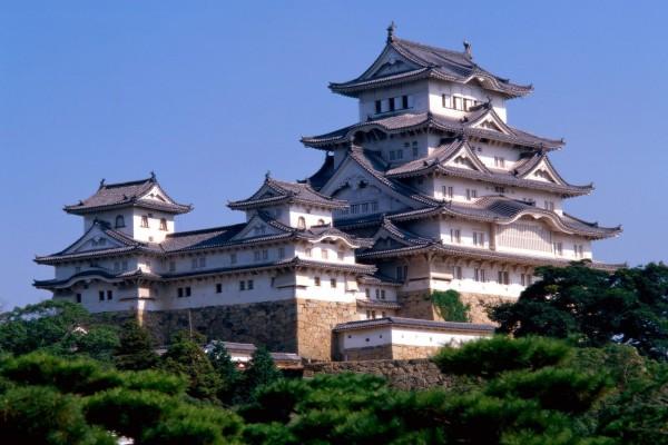 Vista completa del Castillo Himeji en Japón