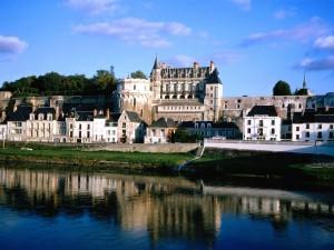 Postal: Casas pegadas al castillo