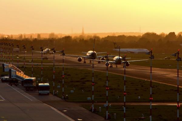 Aviones en la pista de despegue