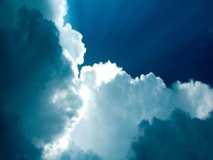 Postal: Nubes blancas y azules