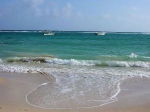Postal: Dos barcas en la playa