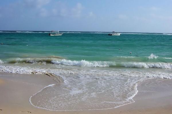 Dos barcas en la playa