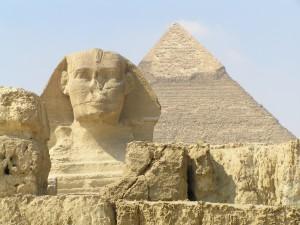 La Gran Esfinge de Giza y detrás la pirámide de Kefrén