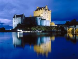 Postal: Noche en el Castillo de Eilean Donan, Escocia