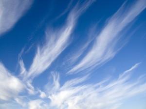 Postal: Cielo con nubes blancas