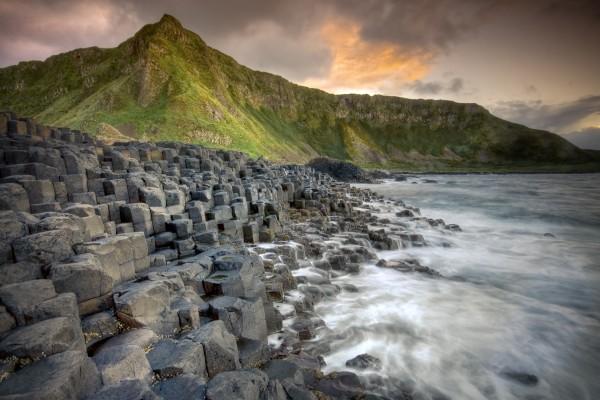 Cubos de piedra en la costa