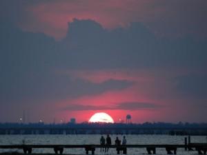 Postal: Admirando la puesta del sol