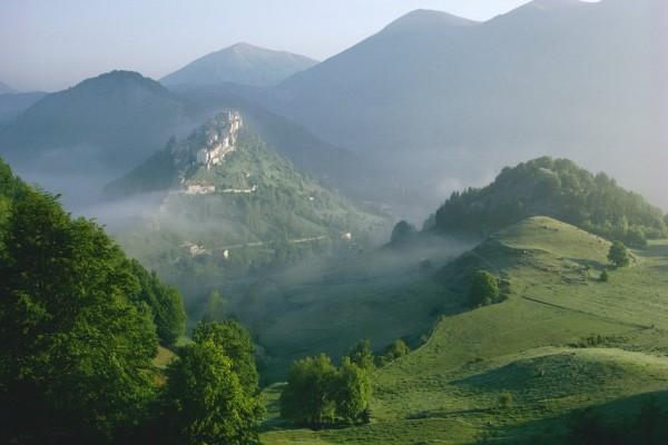 Un pueblo en la cima de la montaña