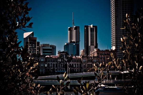 Diferentes edificios en la ciudad