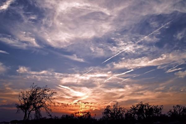 Colores en el cielo al atardecer
