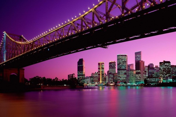 Puente Story en la noche de Brisbane (Australia)