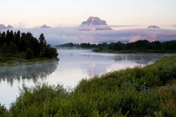 Grandes nubes tapando las montañas