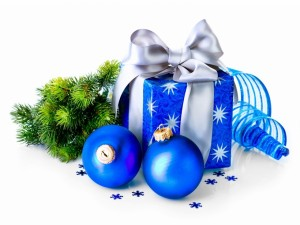 Adornos y regalos azules para Navidad