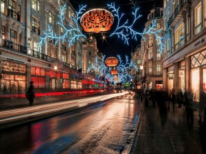 Calle de Inglaterra adornada para Navidad