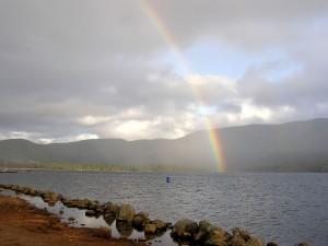 Postal: El arcoíris en el lago