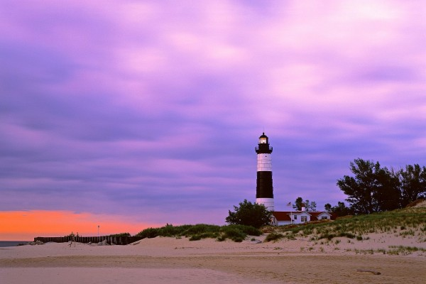 "Faro ""Big Sable Point Light"" en el lago Michigan"