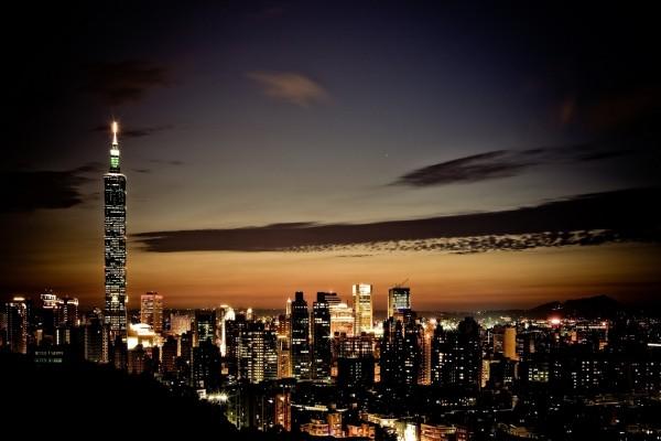 El rascacielos mas alto visto en la noche