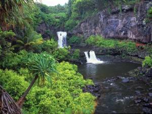 Piscinas naturales con cascadas