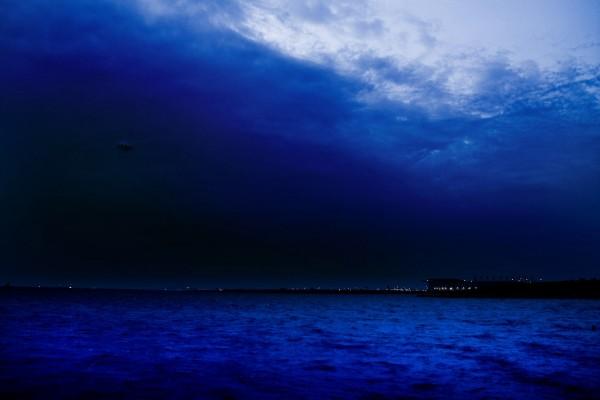 Paisaje nocturno azul