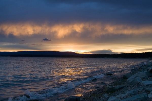 La orilla al amanecer