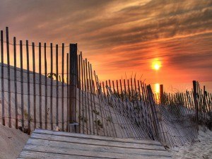 Postal: El sol sobre el mar al atardecer