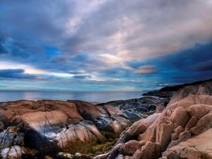 En las rocas mirando el mar