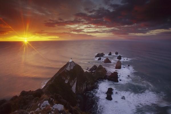Últimos rayos de sol en el mar