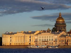 Postal: Vista de San Petersburgo y el río Nevá (Rusia)