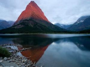 Postal: Reflejo de la montaña en el agua