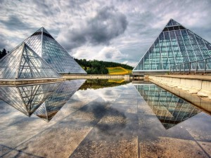 Pirámides de cristal