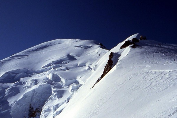 Refugio Vallot y la cresta de la cumbre del Mont Blanc