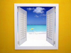 Postal: La playa vista desde la ventana