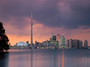 La ciudad de Toronto al anochecer