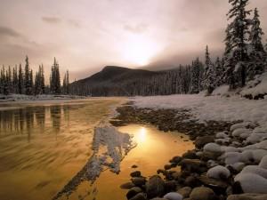 Nieve en el río Bow, Canada