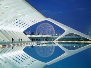 Noche en la Ciudad de las Artes y las Ciencias de Valencia, España