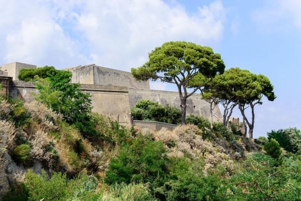 Castello Aragonese cerca de Baia, Campania, Italia
