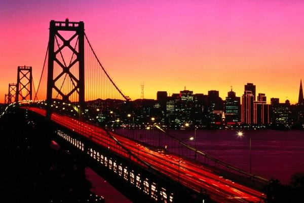 Vista nocturna del Puente de la Bahía, San Francisco