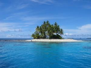 Pequeña isla en el mar