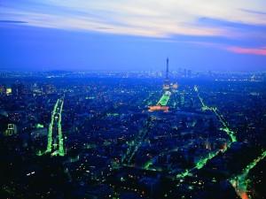Postal: Vista aérea de París al anochecer