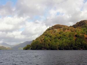 Postal: Pequeñas montañas con vegetación