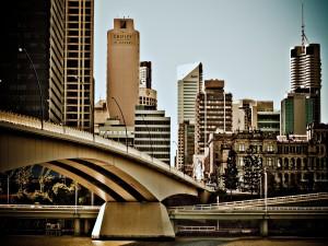 Un puente en la ciudad