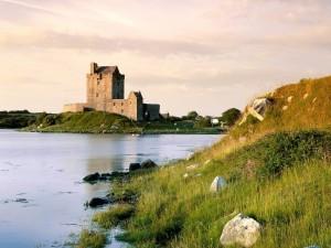 Postal: Castillo Dunguaire, Irlanda