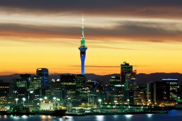Vista nocturna de la ciudad de Auckland, Nueva Zelanda