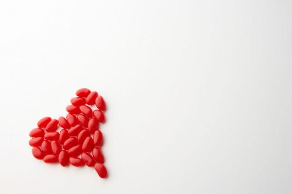 Corazón rojo de caramelos