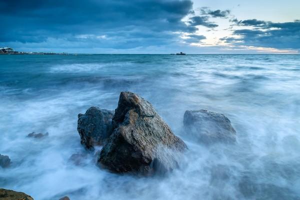 Olas, mar y rocas